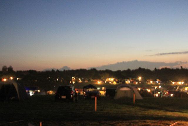 キャンプ場 夜